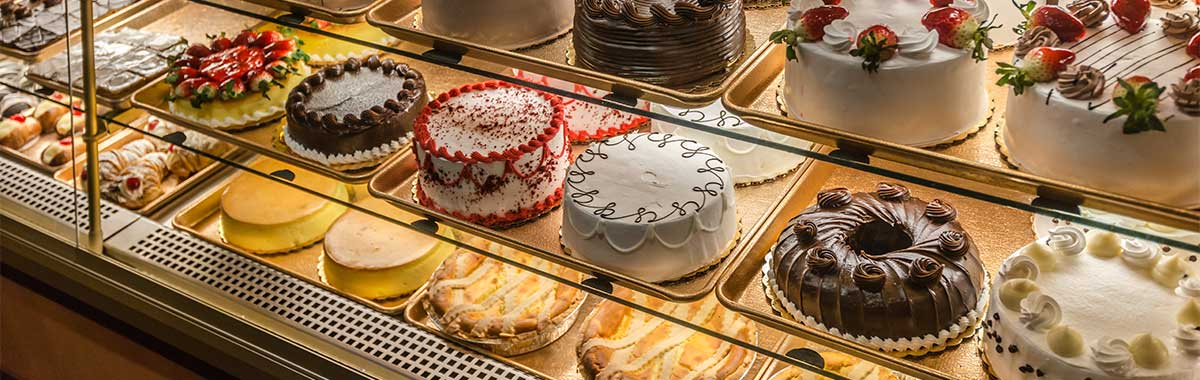 Cake shops use Fancor cake showcase