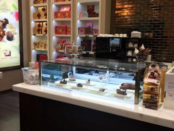 Godiva MGM Macau,Fancor Cake showcase,蛋糕雪櫃,蛋糕櫃