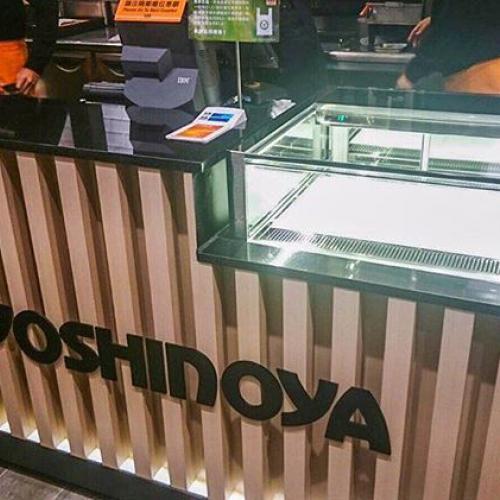 Yoshinoya causeway bay. Fancor jewelry box showcase. 銅鑼灣吉野家 凡高 珠寶櫃式蛋糕展示櫃